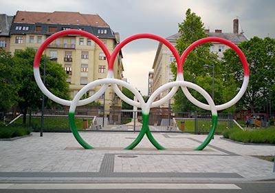 שלושה ימים בבודפשט - הטבעות האולימפיות