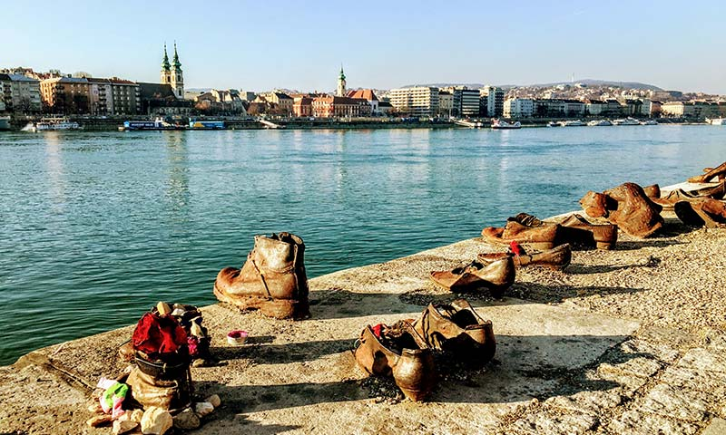 שלושה ימים בבודפשט - אנדרטת הנעליים