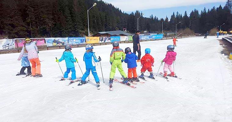 הדרכת סקי לילדים בבנסקו