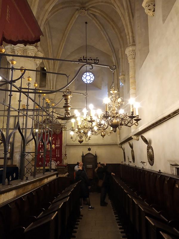 פנים בית הכנסת אלטנוי שול