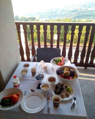 ארוחת בוקר בטירה