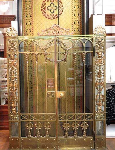 המעלית בחנות H&M בוינה