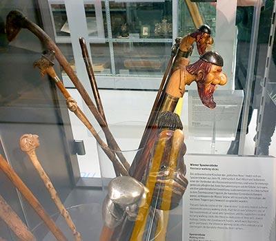 מקלות הליכה אנטישמיים, המוזיאון היהודי בוינה